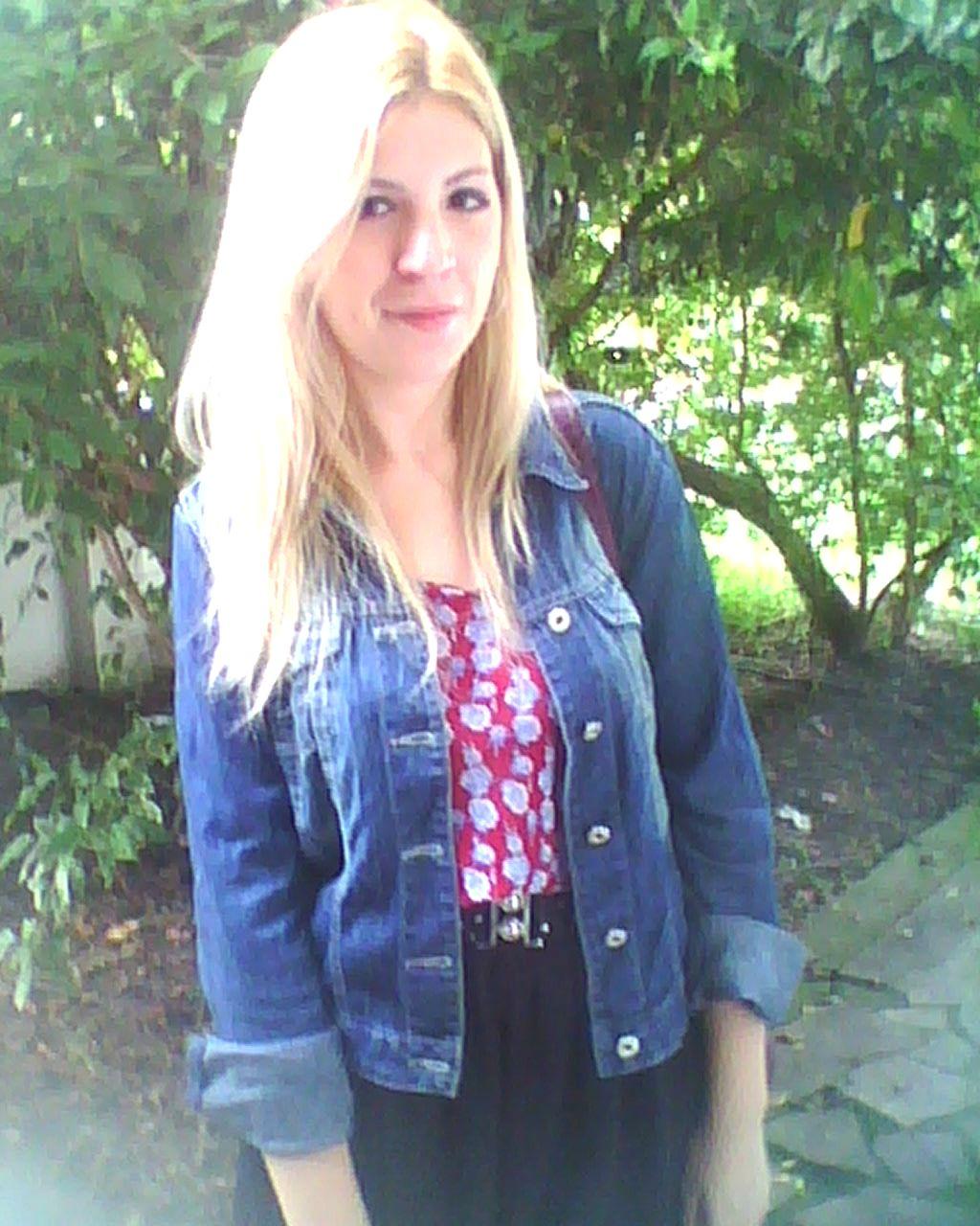 c7adce30a Jaquetinha jeans é sempre uma boa pedida no Outono